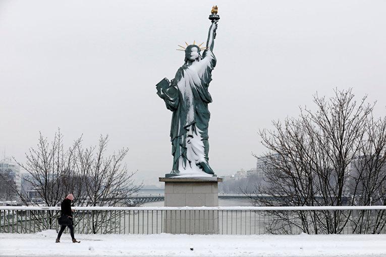 Снег в Париже