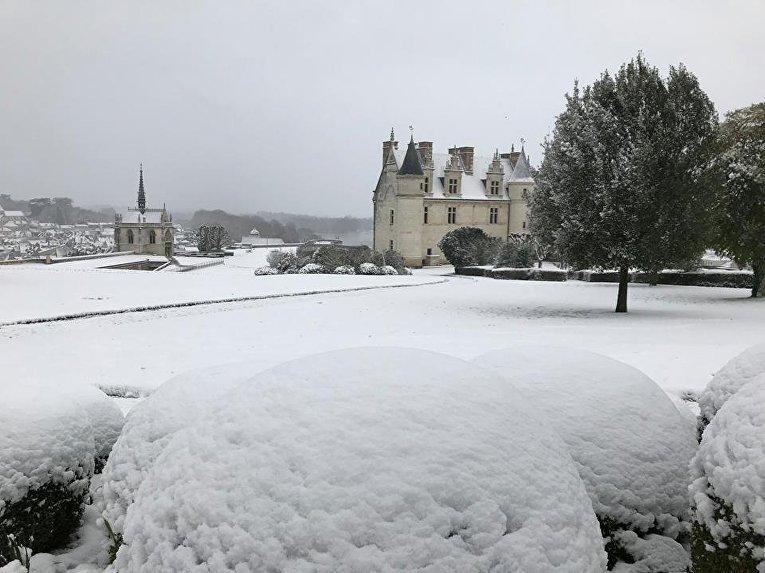 Францию засыпало снегом