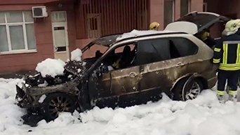 В Киеве сожгли джип BMW