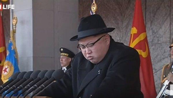 Ким Чен Ын накануне Олимпиады принял военный парад в Пхеньяне