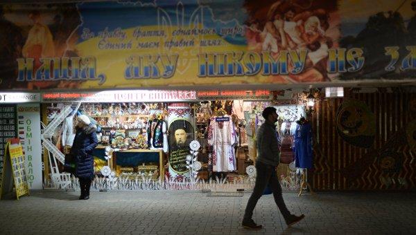 13февраля впереходе под Майданом Независимости начали сносить МАФы