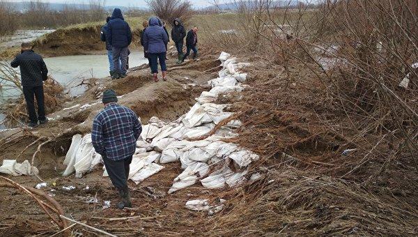 Прорыв дамбы наЗакарпатье: села массово ушли под воду