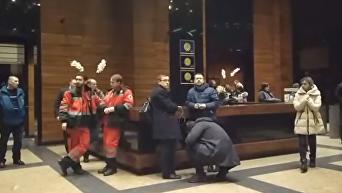 Налет на Вести. Как идет эвакуация из здания. Видео