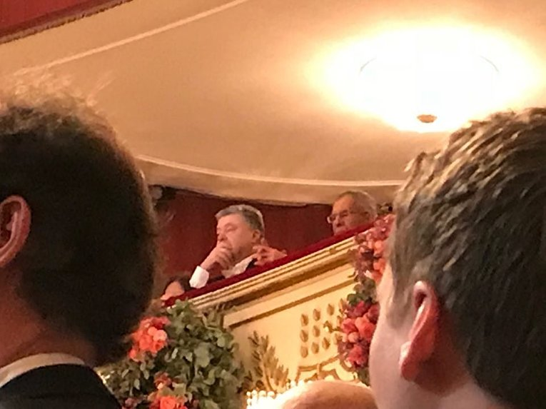 Петр Порошенко в ложе Венской оперы на Венском балу