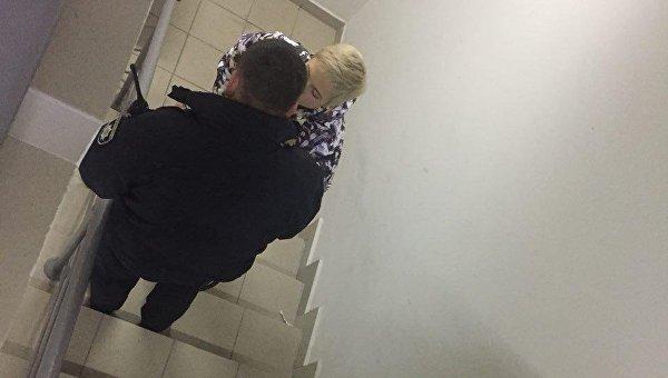 Сотрудница Вестей получила травму при распылении газа в редакции