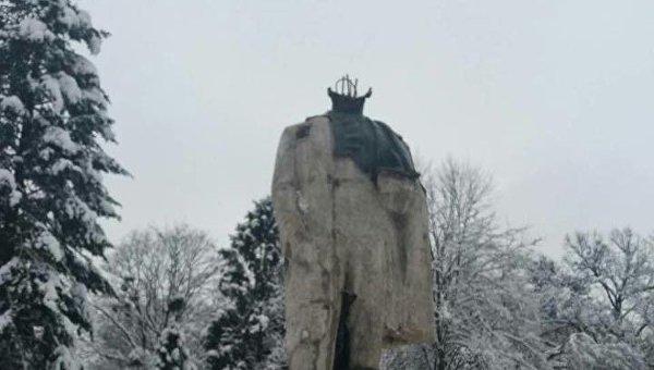 Неизвестные отбили голову памятнику Тарасу Шевченко в Стрые (Львовская область)
