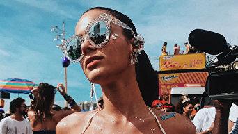 Возлюбленная Неймара поразила откровенным нарядом на бразильском карнавале