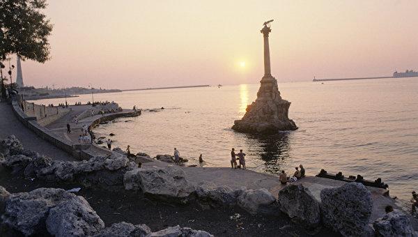 Памятник Затопленным кораблям в Севастопольской бухте. Архивное фото