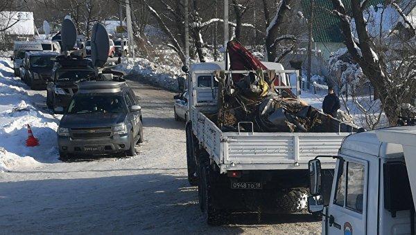 Вывоз фрагментов самолета Ан-148 с места крушения в Подмосковье