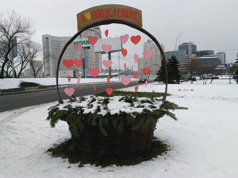 Романтические инсталяции от киевских коммунальщиков появились в столице