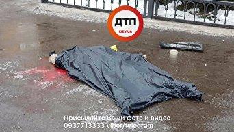 Автомобиль из-за гололеда вылетел с дороги и сбил пешехода в Киеве