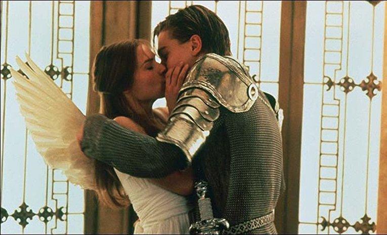 Ромео + Джульетта. Поцелуй в лифте