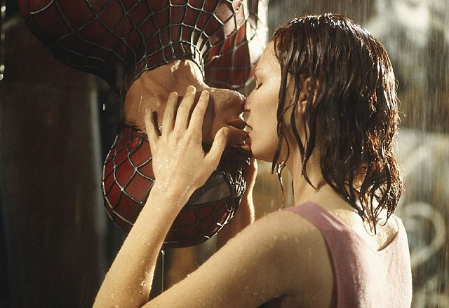 Человек-Паук. Поцелуй Мэри Джейн и Питера Паркера вниз головой