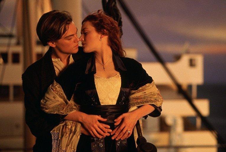 Титаник. Поцелуй Розы и Джека на корме корабля