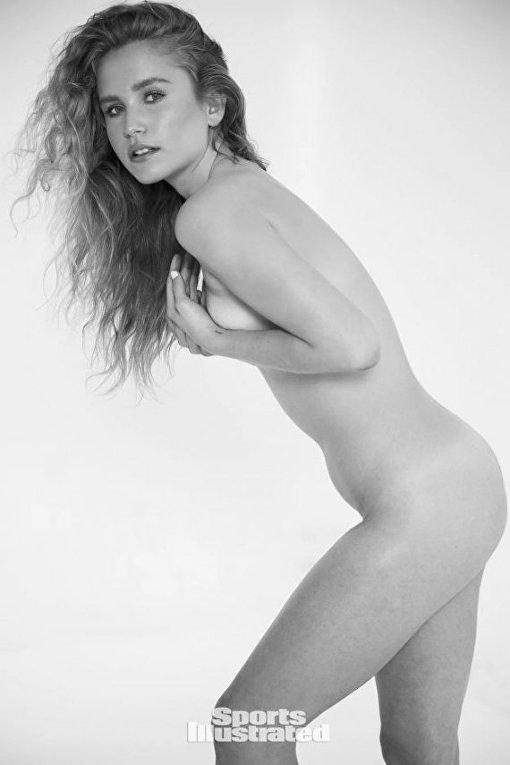 19-летняя дочь легендарной модели удивила откровенной фотосессией