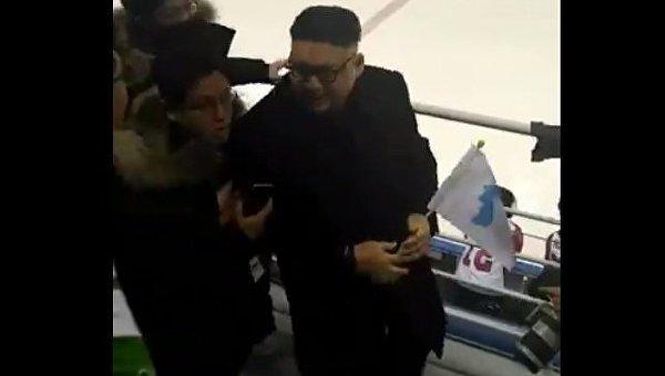 Танцующий Ким Чен Ын напугал северокорейских болельщиц на Олимпиаде