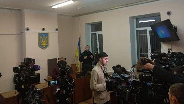 В ожидании заседания суда по избранию меры пресечения Геннадию Труханову