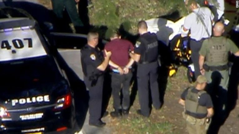Задержание подозреваемого, устроившего стрельбу в школе во Флориде