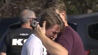 В сети появилось новое видео с места стрельбы в школе во Флориде. Видео