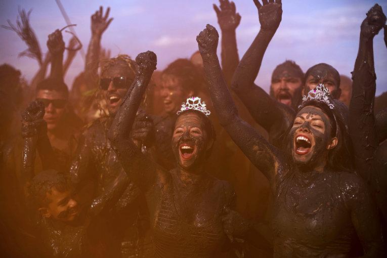 Грязевая вечеринка в Бразилии