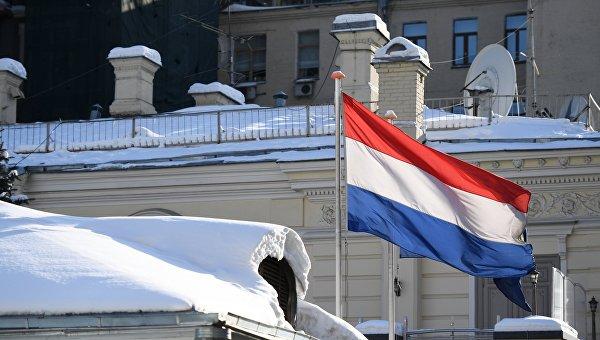 Государственный флаг Нидерландов на здании посольства Нидерландов в Москве