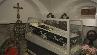 Церковь-некрополь Н.И. Пирогова. Забальзамированное тело покойного профессора, всемирно известного хирурга Николая Пирогова, покоящегося в склепе в Виннице