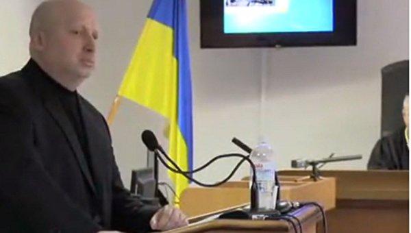 В суде по делу Януковича допрашивают Турчинова