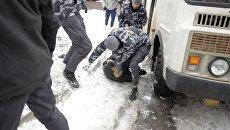 Национальные дружины напали на титушек по зданием Соломенского суда в Киеве
