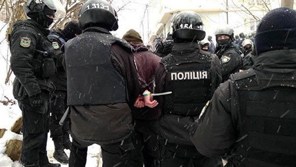 Правоохранители в четверг задержали 38 человек из-за конфликта, который произошел у здания Соломенского районного суда Киева
