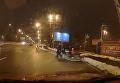 Появилось видео, как женщины с детьми перебегают шесть полос в Киеве. Видео