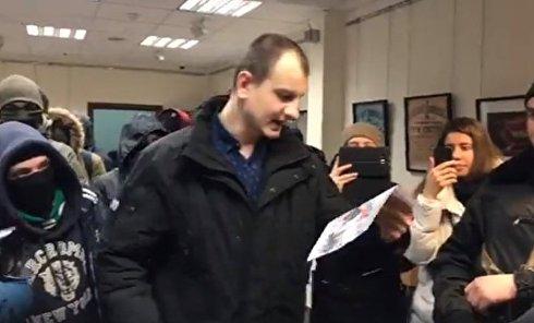 Активисты из С14 ворвались в офис Россотрудничества в Киеве. Видео