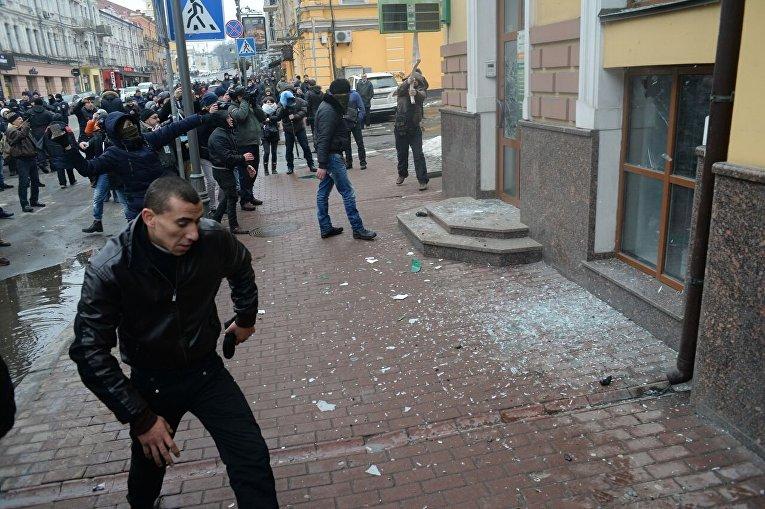 Погром здания Сбербанка в Киеве