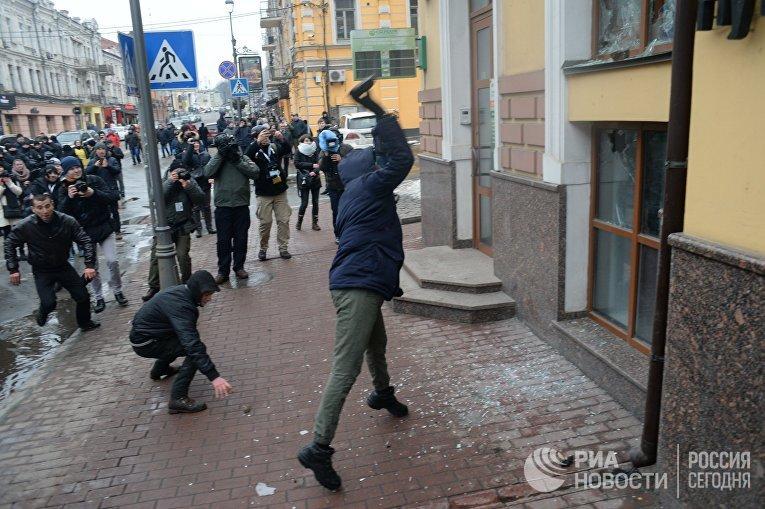 Погром здания Сбербанка в Киеве 18 февраля