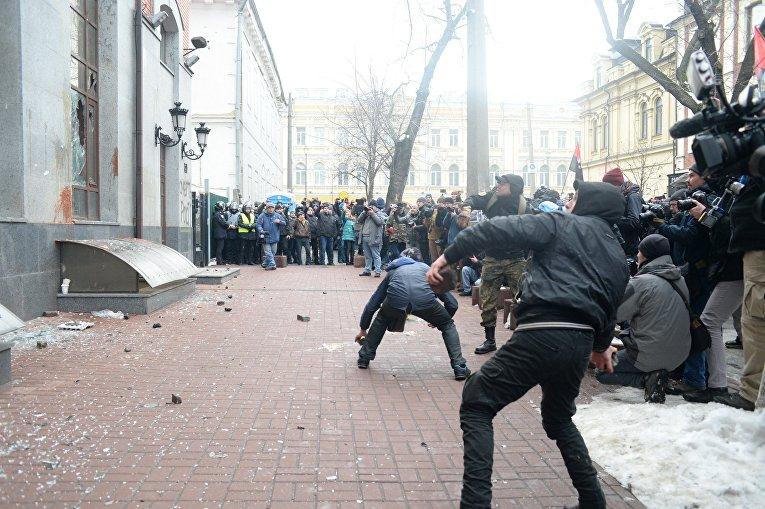 Атака националистов на здание Россотрудничества в Киеве