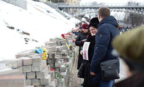 Родственники Небесной сотни на Майдане в Киеве