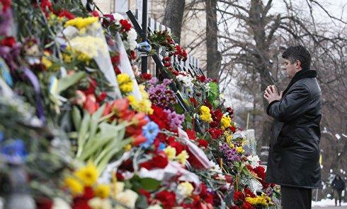 """В центре Киева устроили """"тихую"""" акцию в честь погибших майдановцев"""