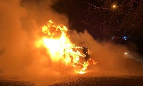 Горел автомобиль в Одессе. Видео