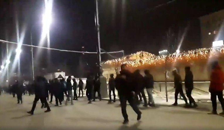 75f7e457586f В среду вечером в центре Харькова произошла массовая драка футбольных  фанатов. Об этом на своей странице в Facebook сообщила журналистка Юлия  Горобец.