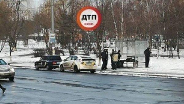 Тело мужчины обнаружено на остановке в Киеве