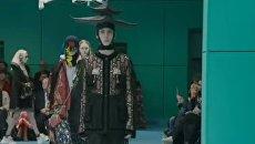 Модели Gucci прошли по подиуму с головами в руках. Видео