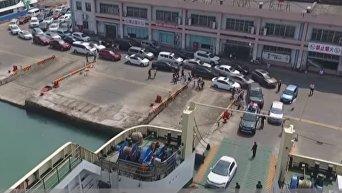 Очередь из 10 тыс машин образовалась у переправы на острове Хайнань. Видео