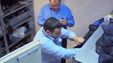 Рейд сотрудников киевского аэропорта по сумкам попал на видео. Видео