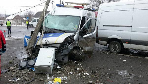 Микроавтобус полиции попал в аварию в Волынской области