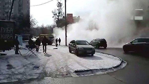 На месте прорыва теплотрассы в Харькове