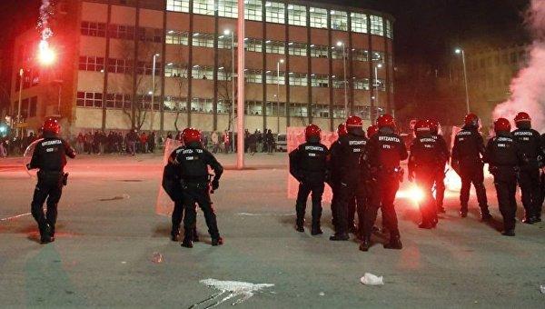 Столкновения полиции и фанатов московского Спартака в Бильбао