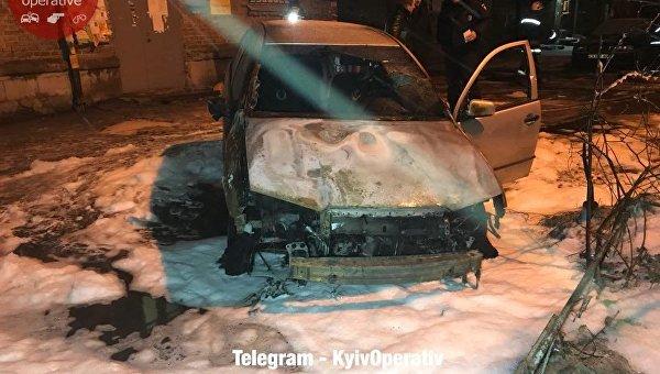 В Подольском районе Киева подожгли авто
