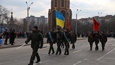 Бойцы Национальной гвардии в день освобождения Кривого Рога прошли маршем с красными флагами