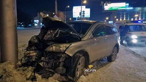 Водитель в Новосибирске сбил людей на тротуаре