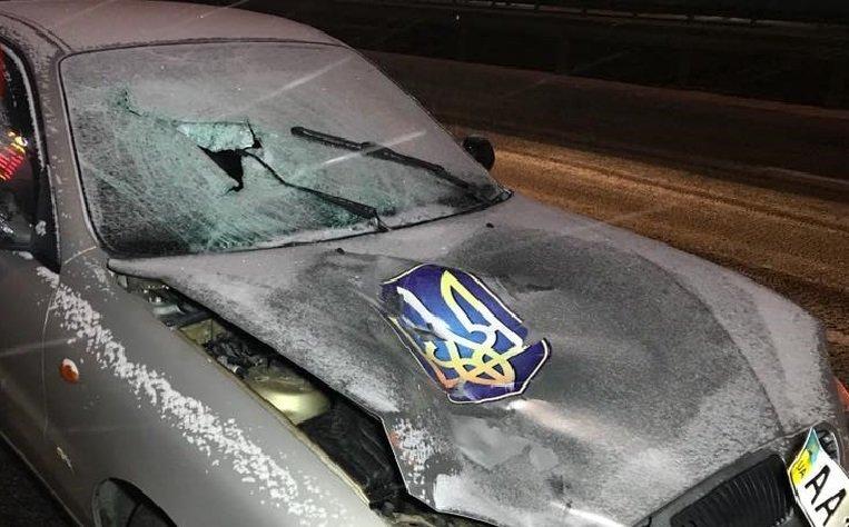 НаКольцевой дороге под колесами автомобиля умер пешеход, переходивший восьмиполосную трассу