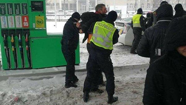 В Киеве пьяный водитель врезался в АЗС